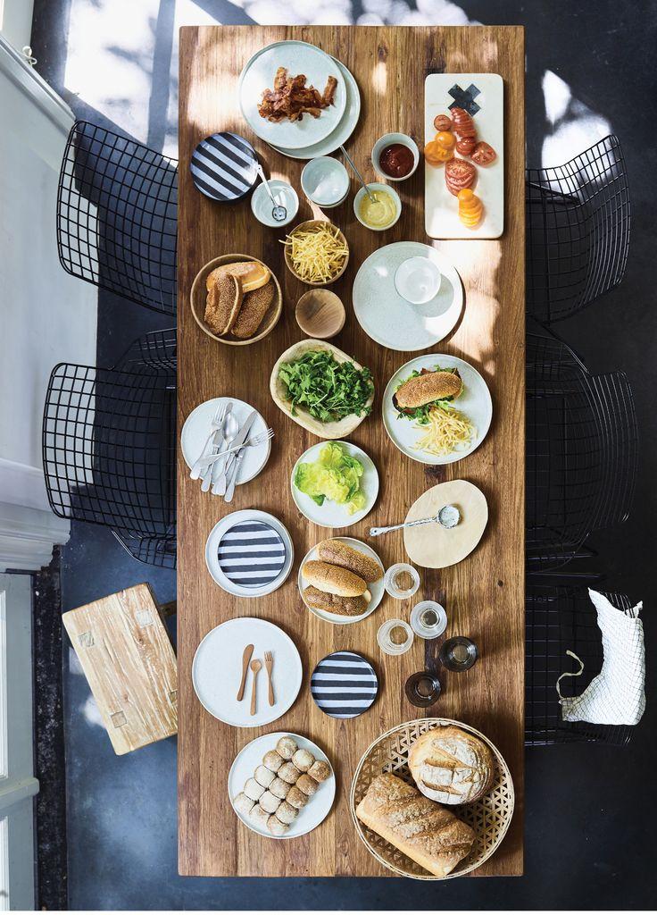 Aan tafel! Dek de tafel met de borden van HKliving. #diner #enjoy
