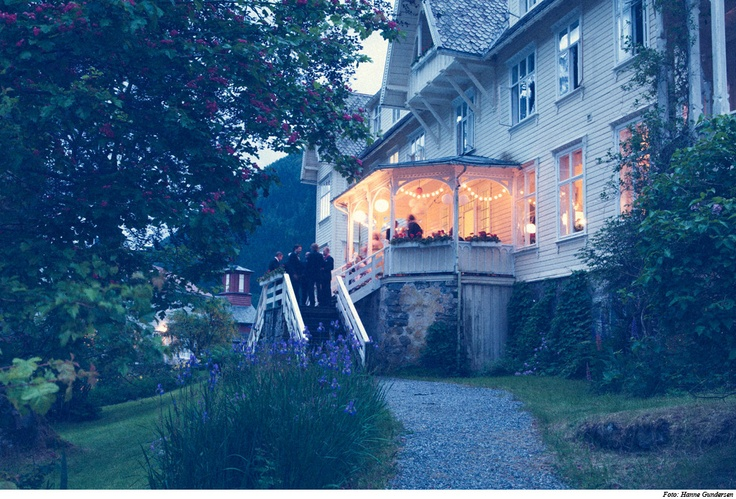 CURRiCULUM ViTAE: Hotel Mundal in the western part of Norway