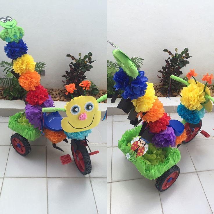 Triciclo decorado de gusano para primavera