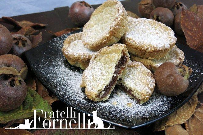 Interpretazione moderna delle #crostatine di #nespole, deliziosa #marmellata racchiusa in un guscio di morbida #frolla - Fratelli ai Fornelli