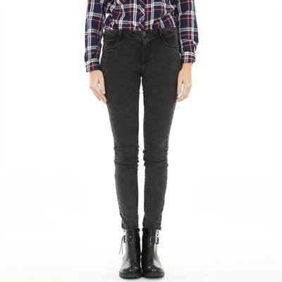 Pimkie.fr : Un jean seconde peau, parfait avec un pull loose.