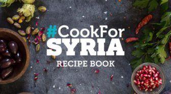 Cook for Syria: geef en maak kennis met de Syrische keuken! #CookForSyria Geschreven door Cecile Bol voor Eigenwijs Blij.  Hij lag eind december onder de kerstboom: het kookboek Cook for Syria. Hoe hij het doet weet ik niet maar mijn man heeft een goede neus voor kookboeken die ineens via social media aangeprezen worden. Cook for Syria is een heel speciaal geval: hij is gevuld met op de Syrische keuken geïnspireerde recepten door legio aan bekende en minder bekende koks (waaronder Jamie…