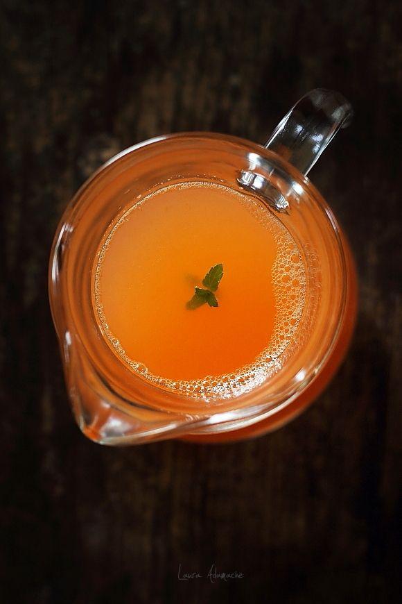 Suc de fructe cu ghimbir reteta. Reteta suc cu ananas Sun Food. Reteta bautura racoritoare de fructe. Reteta simpla suc de fructe. Ingrediente suc de fructe.