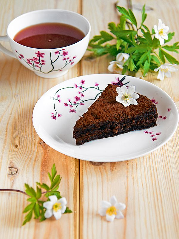 Raw Chocolate Cake - Only 3 Ingredients!