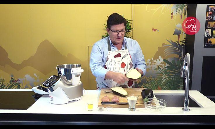 Delicie-se com esta receita do Herman José de beringela recheada com frango. De zero a dez, só podia estar Moulinex. Fique atento para descobrir as Receitas do Herman by Moulinex em https://www.facebook.com/oficialherma... e www.chefmoulinex.pt #receitasdohermanbymoulinex #cuisinecompanion #moulinexportugal