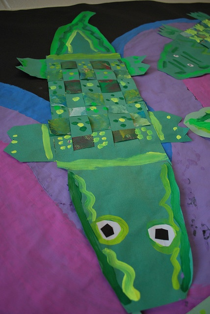 krokodil (weven met papier)-I think this translates to woven paper crocodile