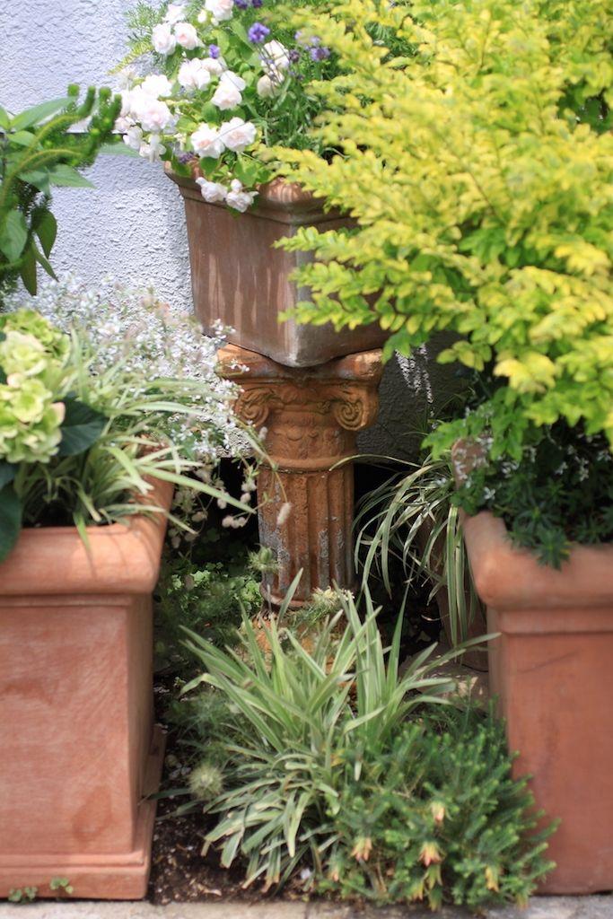 狭い庭のガーデニングは 鉢やレンガでオシャレに Diyアイデア 狭い