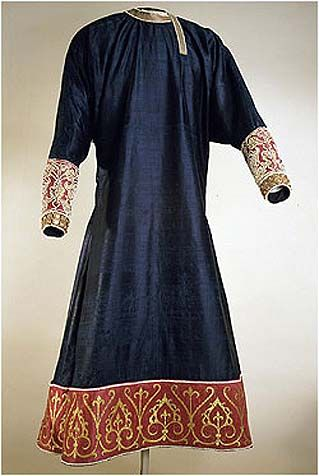 Tunic from Palermo (1125-50), blue and gold silk, embroidered by gold, pearls and filigrees. Kunsthistorishes Museum, Vienna: Red Silk, Medieval Clothing, Kunsthistorisch Museums, Medieval Fashion, Purple Silk, Pearls, Historical Clothing, Red Velvet, 12Th Century