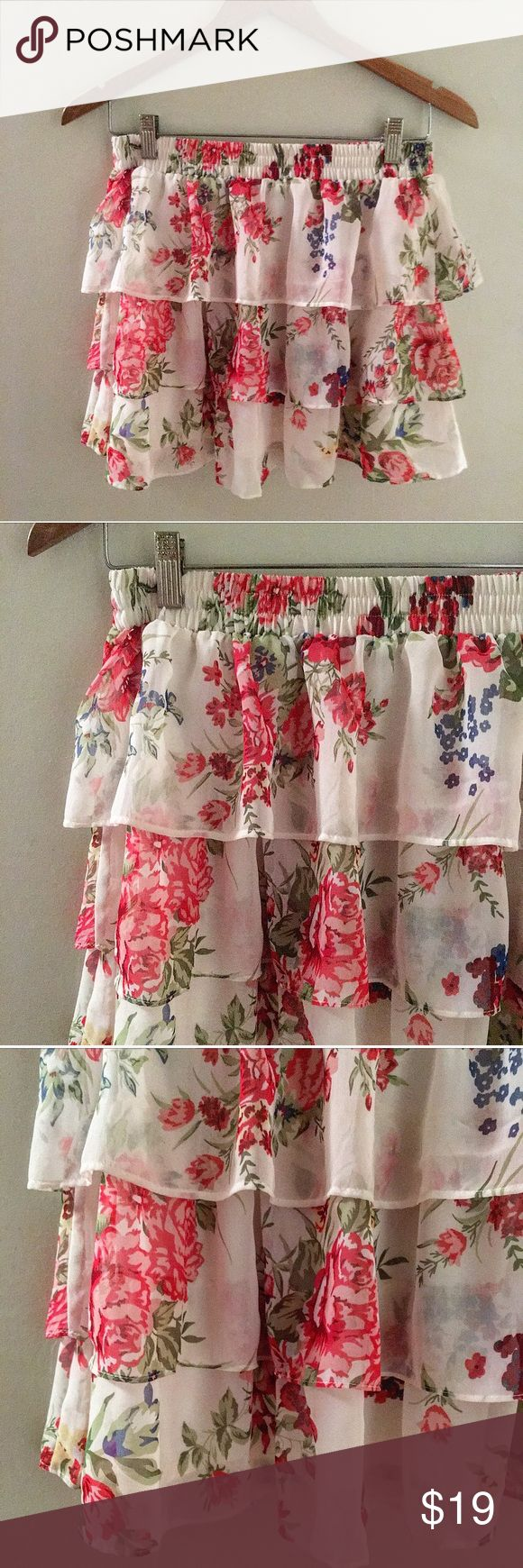 """NWOT IVORY FLORAL RUFFLED SKIRT NEW WITHOUT TAG.  IVORY FLORAL STAMPED RUFFLE TIERD SKIRT WITH ELASTIC WAISTLINE 100% POLYESTER LENGTH: 14"""" Forever 21 Skirts Mini"""
