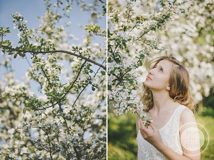 http://dreameyestudio.pl/ #dreameyestudio #nikond700 #tree #whiteflowers #springsession #beautifulgirl #naturalmakeup
