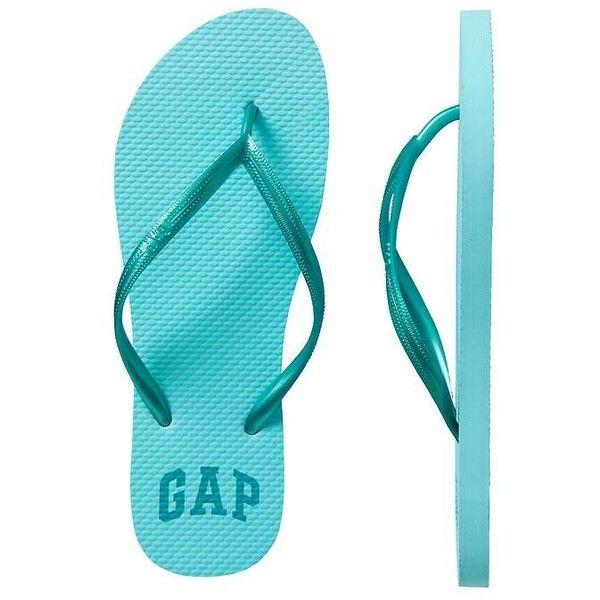 Gap Women Factory Print Flip Flops (84 UYU) ❤ liked on Polyvore featuring shoes, sandals, flip flops, plastic flip flops, plastic shoes, plastic sandals, gap shoes and gap flip flops