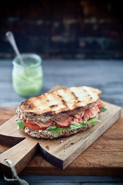 HEALTHY FOOD - Grilled salmon sandwich with pesto & avocado spread.