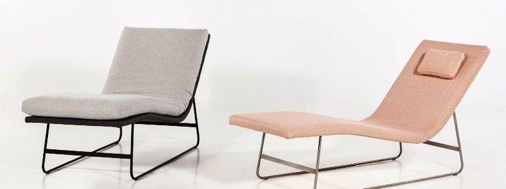 Chaise Longue Pure je nadčasová lenoška křehkých tvarů, v interiéru působí lehce a vzdušně. Její pomyslná minimalistická vlnka může přinášet pohodlí v každém interiéru.   Chaise Longue Comfort, jak již název napovídá, je zaměřena na vyšší pocit pohodlí, který je umocněn vyšším polstrováním lehací plochy.