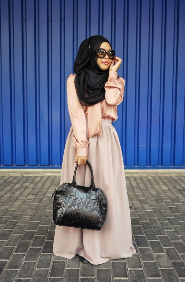 love the neutral colors and the black #hijab combo #hijabi #style #fashion