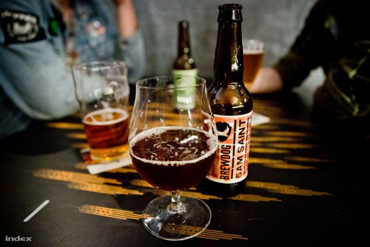 Akácfa utcai Malterben sokféle kézműves sör mellé finom ételek
