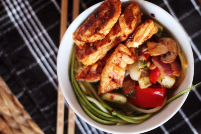 Courgette noedels met kip en groente