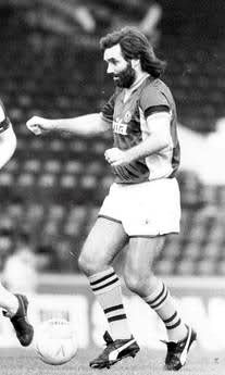 Ex-United legend George Best playing for Aston Villa against West Brom in a Bradford City fire fundraiser friendly. May 1985(rare pic).