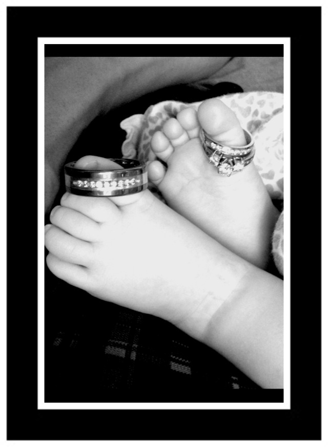 Baby's feet!!!! Ava's next pictures are when she's 6 months old. Wonder if she would cooperate for this.