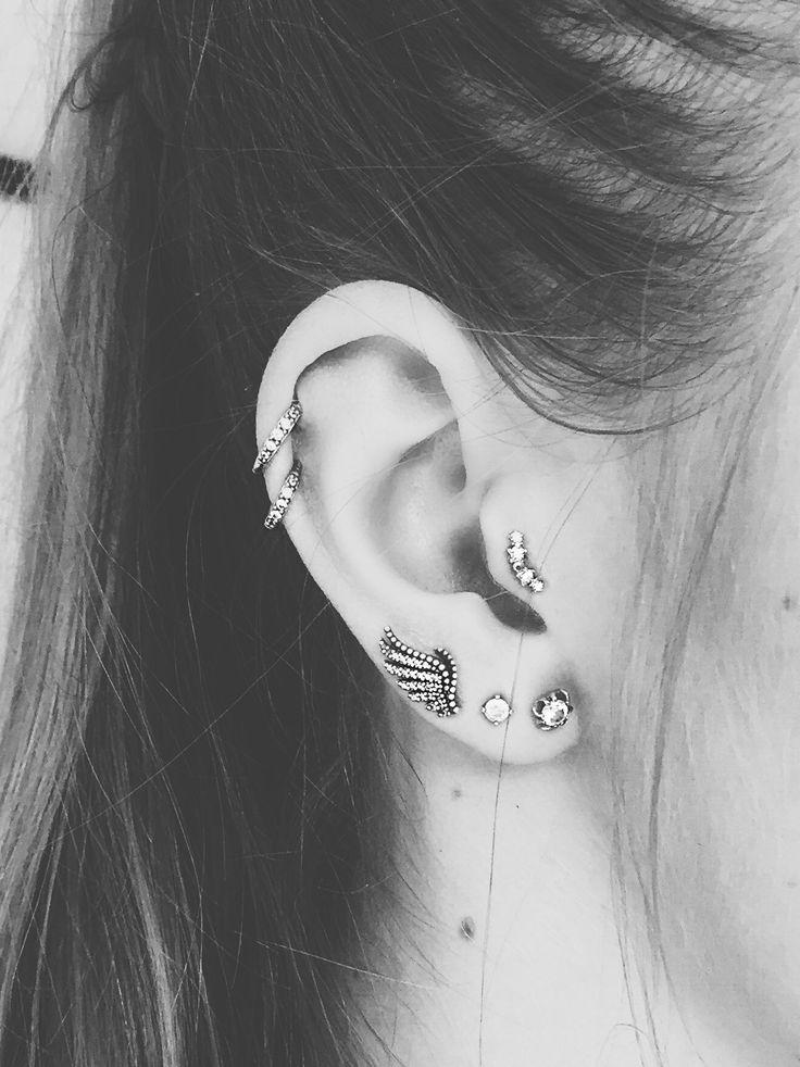 Tragus piercing, dubble helix piercing, trible earlope