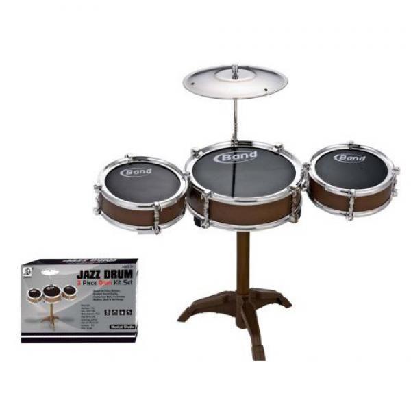 Comprar Batería Jazz Drum al mejor precio. La batería Jazz Drum es perfecta para introducir a los más pequeños en el mundo de la música. Esta batería es un juguete con una calidad de sonido excelente. La batería Jazz Drum despertará la creatividad de sus hijos.La batería Jazz Drum incluye:1 tambor grande (7 x 22 cm)2 tambores medianos (6 x 16 cm)2 baquetas (21,5 x 0,8 cm)1 platillo (19 cm)Instrucciones ES/EN/FR/DE/IT/PTAdvertencia: No apto para menores de 36 meses. Contiene piezas pequeñas…
