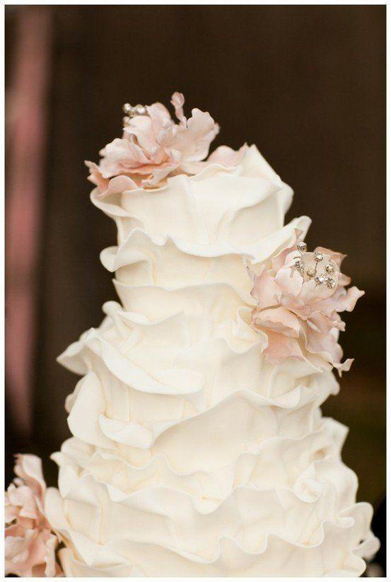 ruffle wedding cake <3 so pretty and unique