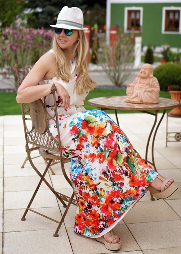 Summer feelings on http://www.glamfizz.de #dress #flowers #print #fashionblogger