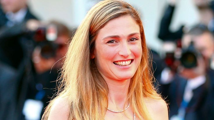 Julie Gayet : François Hollande va-t-il enfin officialiser leur relation ?