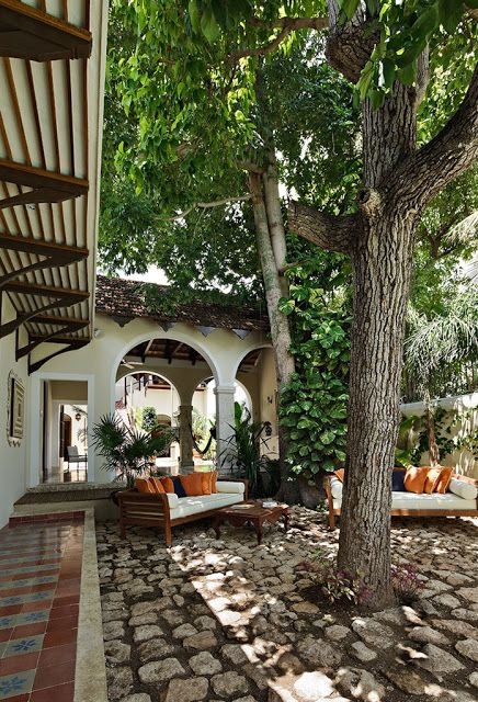 3143 best images about spanish style homes on pinterest for Modelos de jardines interiores