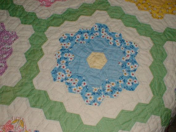 17 best images about grandmothers flower garden quilt on pinterest grandmothers hexagons and for Grandmother flower garden quilt pattern variations