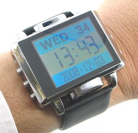 Si des montres proposant de visionner des vidéos ou de filmer existe déjà, et bien en voilà une de plus, cette montre permettra de lire l'heure mais aussi de prendre des photos ou de filmer…