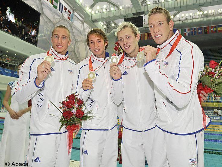 JO de Pekin, un record de médailles pour les Français  Avec 40 médailles gagnées à Pékin et notamment l'obtention de deux titres majeurs : l'or pour le 100m nage libre avec Alain Bernard et la victoire en handball des Bleus, la France établit son record de récompenses...