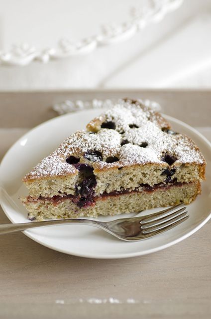 Torta di grano saraceno e marmellata di mirtilli rossi. http://colazionedajo.blogspot.com/