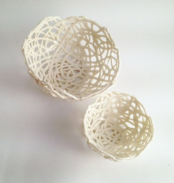 2 Porcelain Paperclay Filigree Nested  Bowls in white door lofficina, €37,00