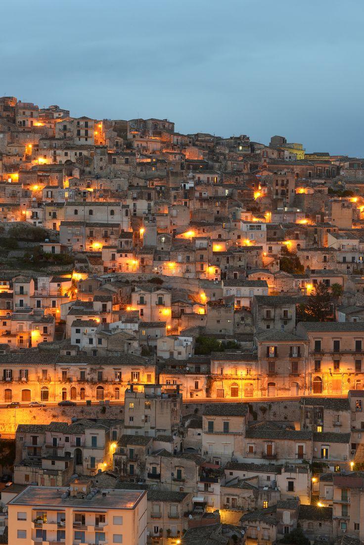 Illansuu, Gelato kädessä. Kävelyä kylänraitilla. Oikeastaan missä tahansa Italialaisessa kylässä!