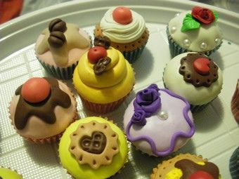 cupcakes in fimo by paola berti on Flickr.