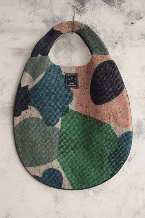 Mina Perhonen bag. Pretty impossible to get outside Japan, but looks quite easy to make.....