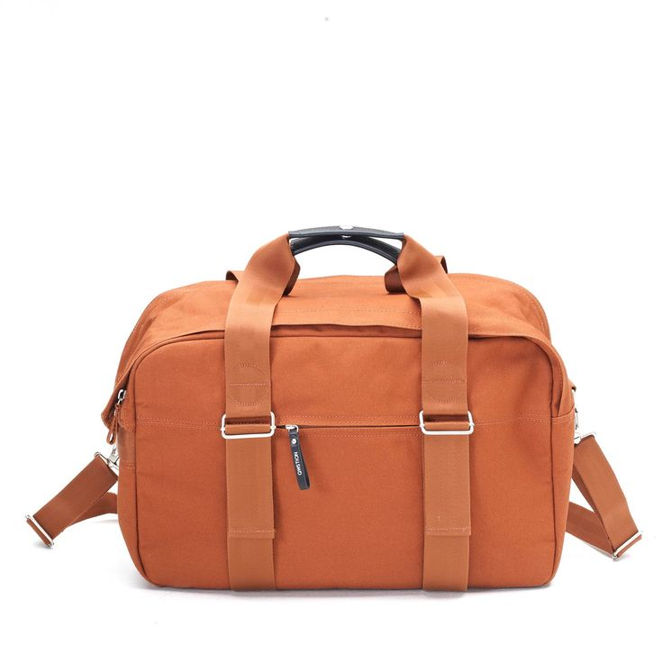 QWSTION - WEEKENDER - ORGANIC RUST - The Weekender is designed to be your faithful buddy in any situation. Whether you take it to the gym, on a weekend trip, to work, or on a flight. The main compartment contains a pocket for laptop and iPad®. It easily transforms into a backpack thanks to the unique One-for-Two-System®. This versatile bag is made to adapt to your life quickly and effortlessly. #questionthenorm