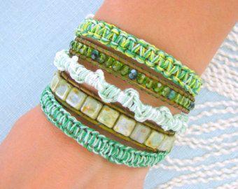 Bracelet cuir perlé avec macramé et bouton or fermoir - nuances de vert