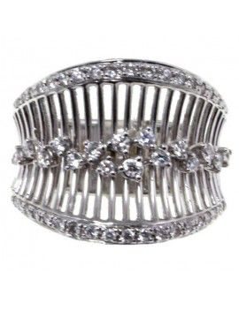 Ring in white gold and diamonds.
