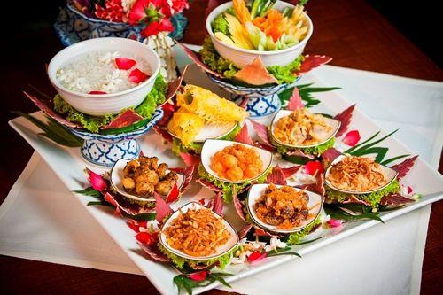 ข้าวแช่ชาววัง : ต้นตำหรับชาววังที่รังสรรค์จากข้าวหอมมะลิ หอมกรุ่นกับข้าวอบควันเทียนและดอกมะลิ