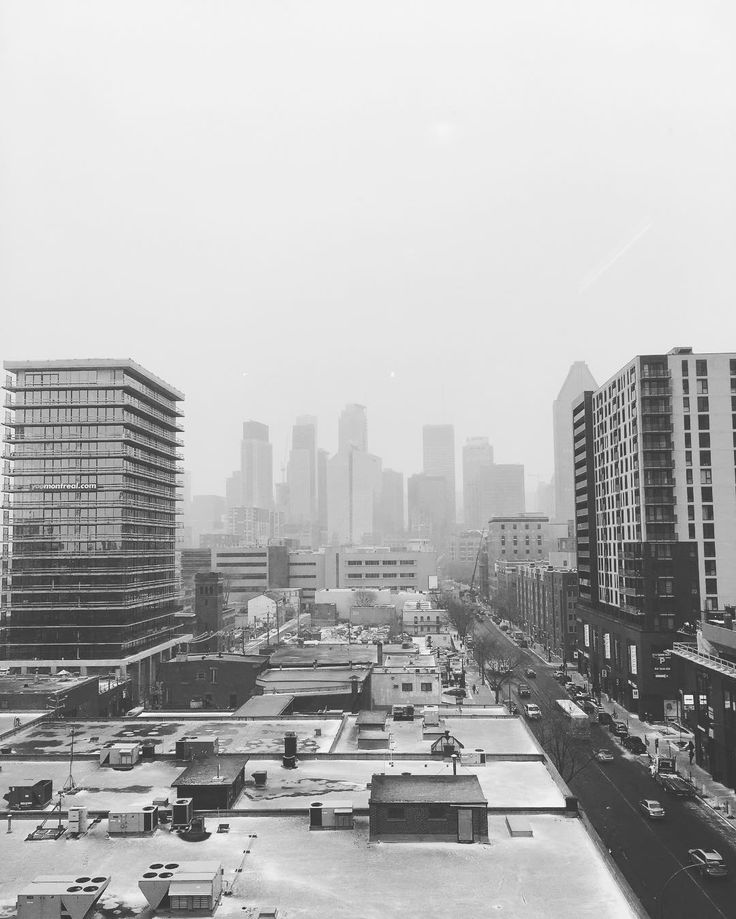 A meeting day is a lot better when you get that view. @althotel #altexpo #meeting #training #business #thatviewtho #downtown #griffintown #city #view #sky #skyline #snow #weather #mtl #montreal #blackandwhite