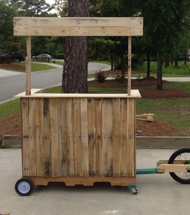 Mobile lemonade stand bar made from pallets reuse for Movable pallets