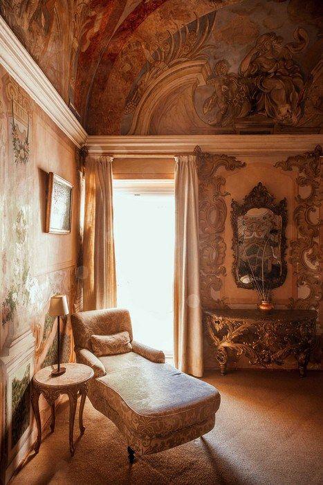 An opulent suite at Pousada dos Lóios.