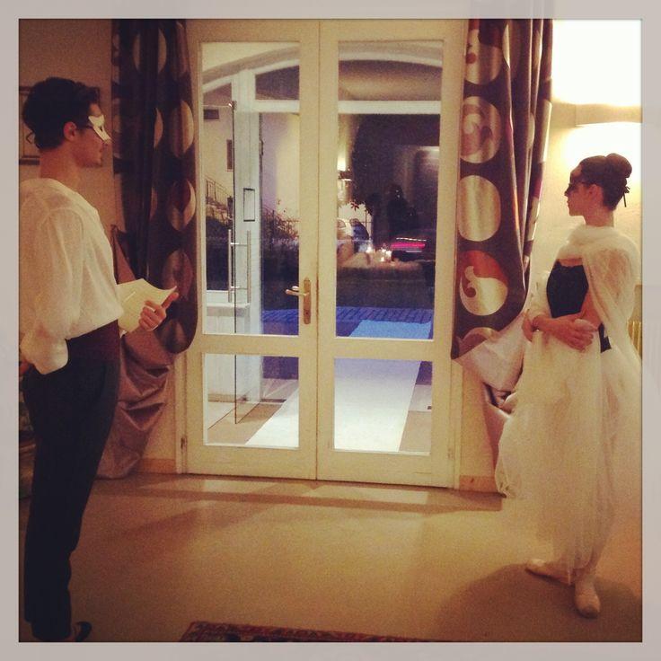 Giovani danzatori danno il benvenuto agli invitati evento #invitoanozze www.cadelach.it/... #wedding #sposi #eventi #cadelach #revinelago #treviso