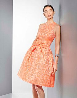 LUCE TU BRONCEADO Propuesta de fiesta de  Couture Club by Rosa Clará. Luce tu bronceado de forma elegante y vistosa con un vestido de líneas sencillas y estilo retro.  Encuentra tu modelo en organzanovias.
