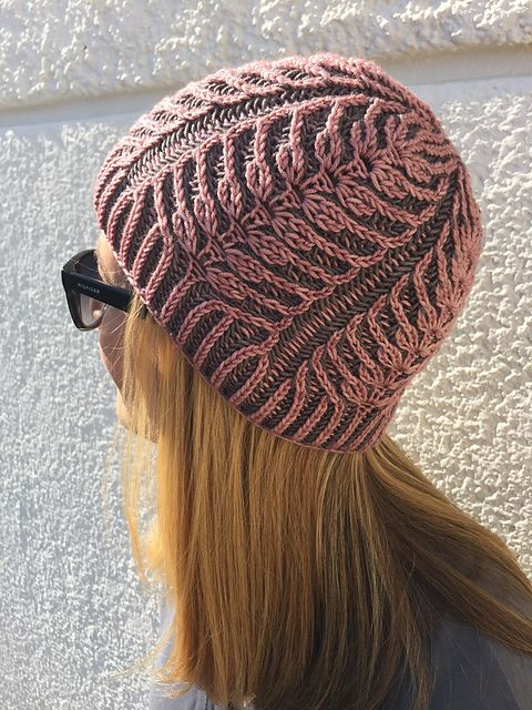 WEIZEN is the German word for wheat. Do you remember the WHEATandCHAFF cowl, which I designed last year? Surprisingly it had only one (1!) pattern round, considering that straight brioche knitting isn´t a pattern… WEIZEN hat is just another one-round-wonder. That´s so much fun!