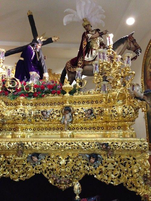 Nazarenos-capirote-Seville-Semaine_Sainte-Semana_Santa-Spain-pasos