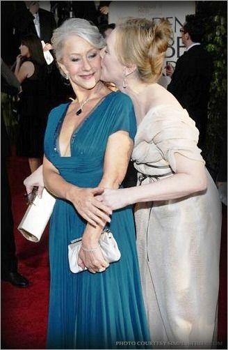Helen Mirren & Meryl Streep   Kisses   Meryl streep, Helen ...