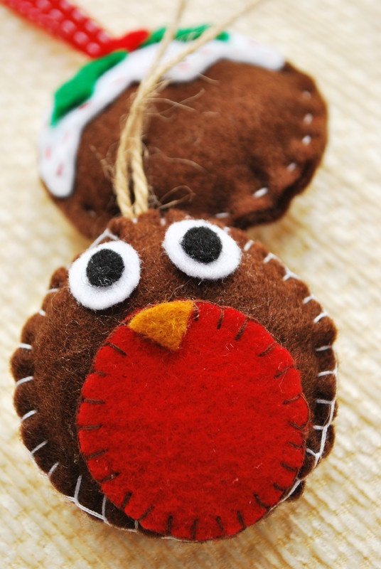 Robin felt christmas decoration - Please Click on the image to view next