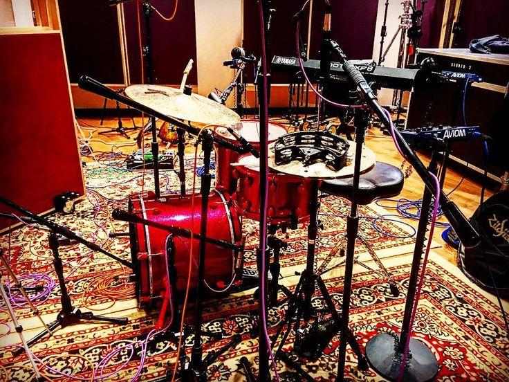 Studio vibez  #zildjian #mapex #evans #vicfirth #drums #drummer #drumporn #instadrum #drumsoutlet #vf15  #180drums #groove #chops #drumstagram #drumlife #drumuniversity #theworldofdrums #drumsoutlet #drumsmart #drumscripts #drummingco #dopemusicians  #drumheadspod #talentedmusicians #bateria #baterie #femaledrummers #berklee #berkleecollegeofmusic #drumcam by lindsayartkop